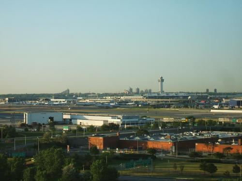 翌朝は快晴。さわやかに晴れ上がった朝のJFKエアポート。