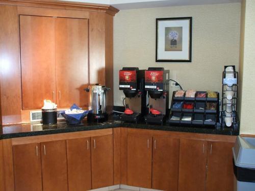 1階のレストラン内にセルフサービスのコーヒーカウンターがあり、24時間好きな時にコーヒー(無料)が飲める。宿泊代金には2名分のコンチネンタルの朝食が含まれている。