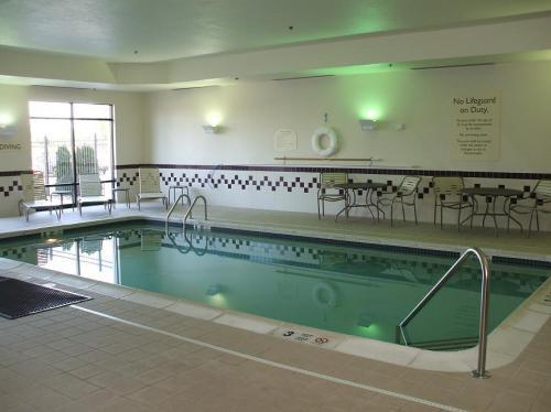 室内温水プール。温水と言っても日本人の体感温度からするとやや冷たい。エクササイズルームでしっかり汗をかいた後に入ると丁度いい。