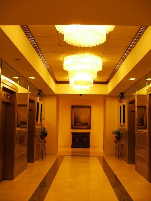 エレベーターホール。エレベーターはルームキーを差し込まないと動かないシステムになっている。