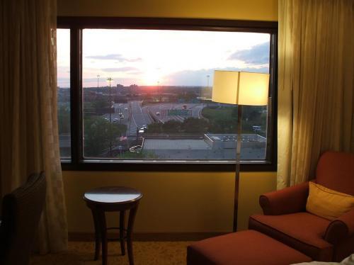 7階の客室からの夕陽。