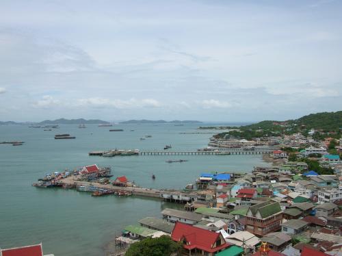 ここからはシーチャン島の町が一望できる。