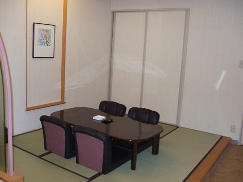 和室(写真)。子供がいればここで遊ばせてもいいが、夫婦二人ではあまり利用価値がない。