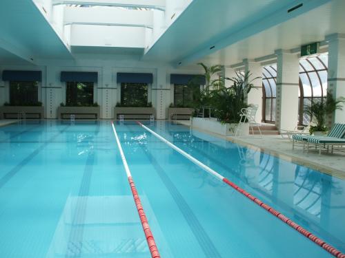 フィットネスクラブで汗を流した後、ここのプール(写真)で軽く泳ぐ。