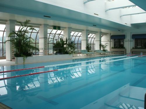 体調が良ければ再びプール(写真)で泳ぐ。25mプールなので本格的なロングスイムもできる。