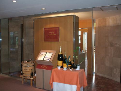 フランス料理レストラン「ル・プラトー(写真)」。ここは昼食、喫茶も営業しているので宿泊者でなくても気楽に利用できる。