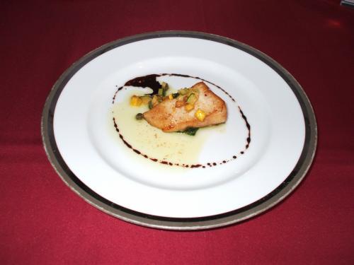 魚料理(写真):はまちのソテー、焦がしバターとバルサミコのソース