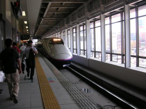 12時過ぎ仙台駅到着、<br /><br />これでは盛岡に付く頃は夕方<br /><br /> そこで急遽 新幹線で 盛岡へ