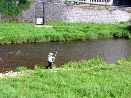 中津川では釣人も