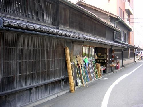 旧奥州街道へ<br /><br />江戸の昔からのお店<br /><br />   茣蓙九