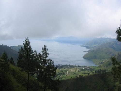 トバ湖北端