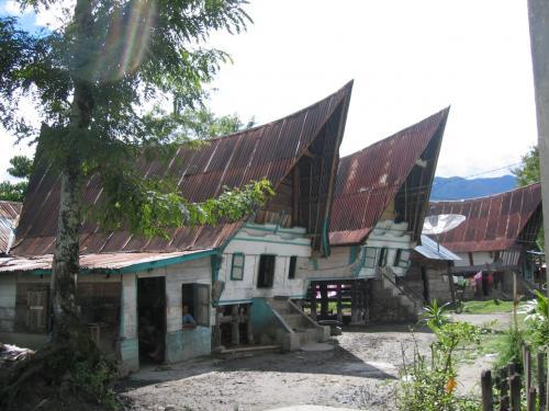 現在の普通の民家サモシール
