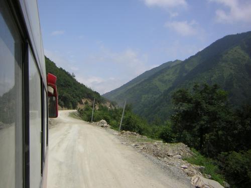 四姑娘山への道<br /><br />成都を出発して6時間半あまりの風景です。
