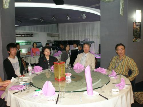 ここで延辺日本人会の会員について紹介します。<br /><br />今回会員各々の所属によりテーブルを決めたのですが、<br /><br />日系企業の会員は全体の約4割