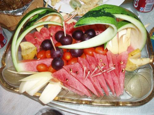 フルーツの盛り合わせ<br /><br />他にも数種類の料理があり、最後は平壌風の冷麺でした。