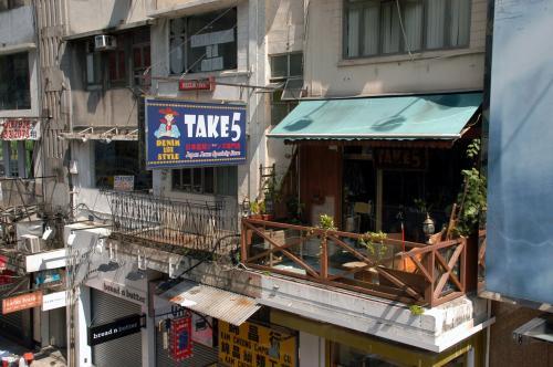 TAKE5って言うジーンズ屋さん。<br /><br />日本のクラッシックモデルを扱っている店みたいです。