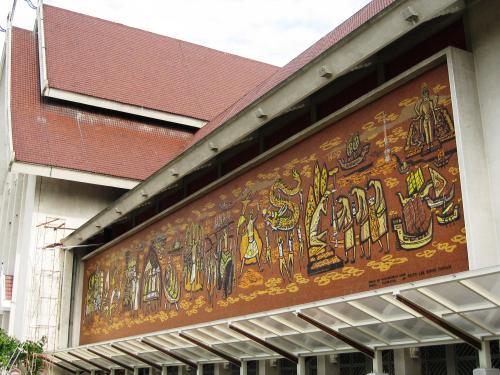 マレーシアの歴史を説明するのに便利な壁画です。右手から左手に向かって歴史が進みます。