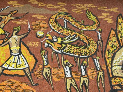 1475年の表示があります。1396年に成立したマラッカ王国時代の続きのようです。大蛇の踊りの絵は、中国との関係でしょうか。