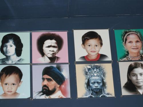 マレーシアは、マレー人を中心として、中国系、インド系など他民族国家です。その様々な顔付きの紹介写真です。