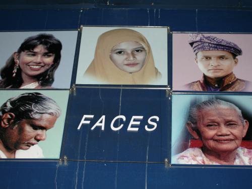 その写真展示には、フェイシズのタイトルがありました。老若男女、色々な顔が揃っていました。