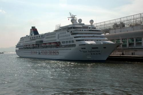 遊覧船「STAR CRUISES」<br /><br />数種類の船があります。