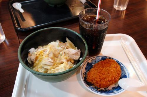 こちらは、爺ぃと次男坊の「カツ丼定食」。<br />中国語では「盖炸猪肉排飯套餐」。<br />長っ・・・