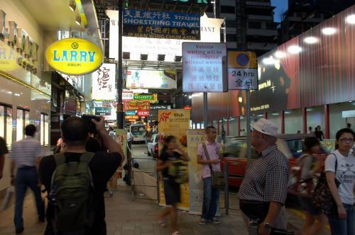 脇道には「滬江」って言う料亭。<br />上海料理ですね。<br /><br />上海料理、元々余所から流れてきた人達で出来た町が上海なので、実のところ他の地区(広州や四川など)のように決まったものはなく、甘い系統の味付けとして名を広めています。