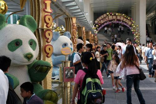 香港返還10周年のイベントの飾りでした。