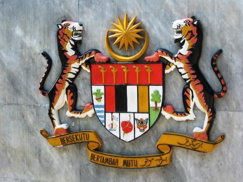 国家紋章です。現地ガイドさんが、紋章の意味合いを細かく説明してくれました。それぞれに、11の州のシンボルでした。