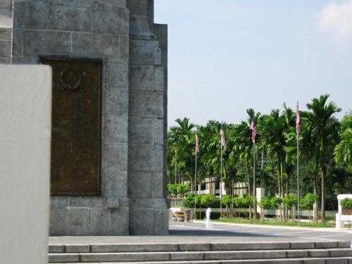 国家記念碑は、1914年から1960年の間の3つの大きな戦いで亡くなった人達が祀られています。