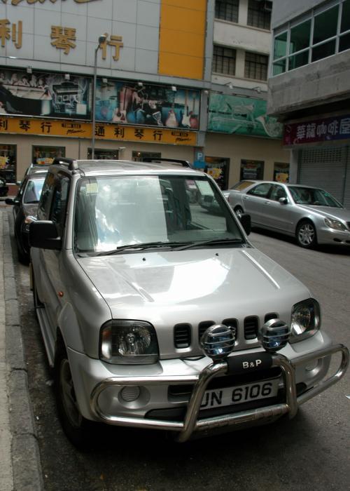 店の入り口にあった、大陸では殆ど見ないジムニー。<br />香港は何でもありますね。<br /><br />では、美心MXに向かいたいと思います。