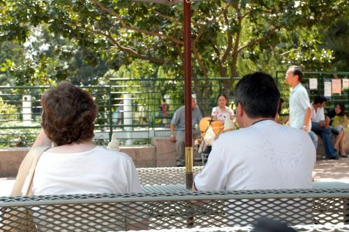 初老の外国人ご夫婦も、流石に汗だく。<br />水分補給は欠かせません!