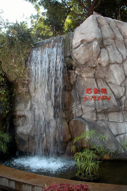 さっき来た時は流れていなかった滝。<br />今はガンガン流れています。<br /><br />・・・でも、