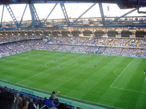 スタンフォードブリッジ2階席の端っこからの眺め。スタジアム全体の青さが綺麗。
