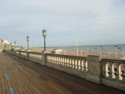 海岸線沿いの遊歩道。