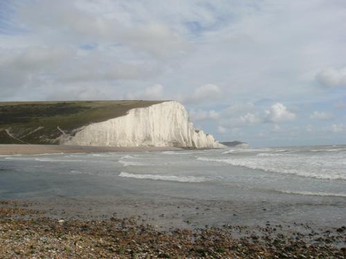 観光案内所まえから歩くこと約40分、白い崖がみえる海沿いに到着しました。