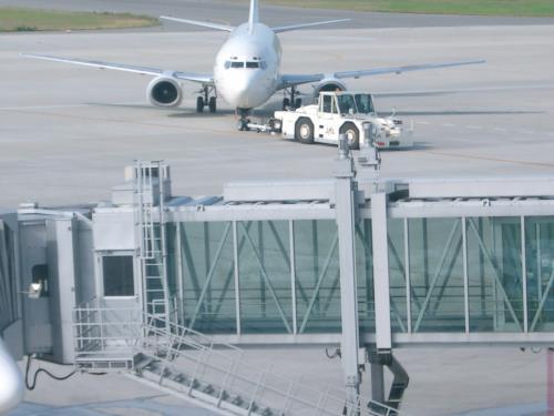 神戸空港を使ってみることにしました。<br /><br /> 盆過ぎの高い時期でしたが、予約できただけでもよしとしなければならないでしょう。<br /><br /> そのとき分かったことですが、何と九州に飛ぶときは、福岡に飛ぼうが大分に飛ぼうが、熊本や長崎に飛