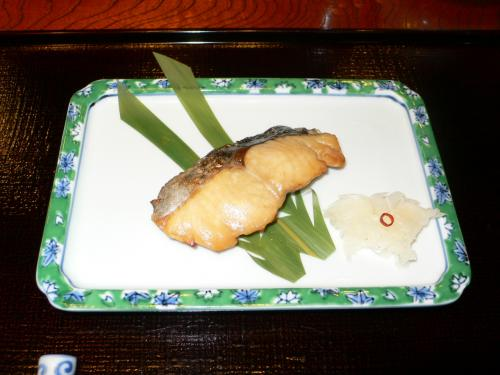 サワラです。<br /><br /> みんな美味いってゆっていたが、あたしもそれなりに美味いとは思うが、まだ私は魚より肉を好むようです。うーむ。<br /><br /> サワラです。