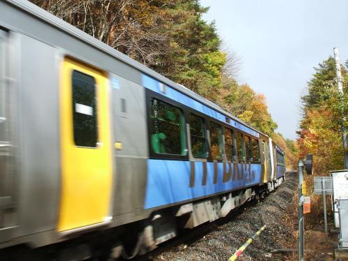 小海線の踏切を渡ったらちょうど電車(写真)が来たので、シャッターチャンス。自転車でのカメラ撮影は小回りがきく。