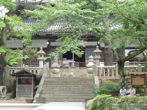 温泉寺に到着。すぐそばにある温泉街の賑わいからは考えられないほど、静かな場所でした。