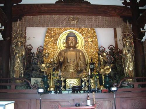 温泉寺の本尊、薬師如来。波夷羅大将立像は、国の重要文化財。