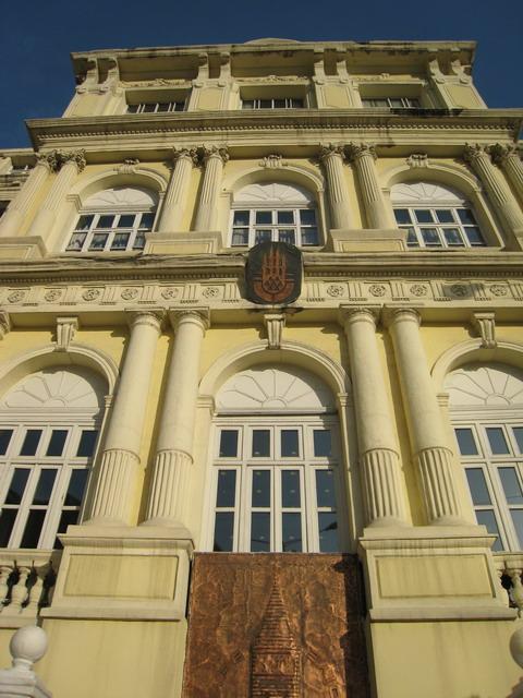 ベイオール区役所、区政150年だそうだ。歴史があるな!