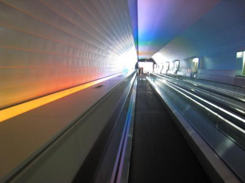 博物館から太宰府天満宮をつなぐ『光のトンネル』。<br /><br />歩く歩道とエスカレーターで、太宰府天満宮へ楽々行けます♪