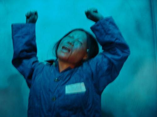 中には泣き叫ぶ囚人服の朝鮮人女性。<br />人形は動き、泣き声は大きく辺りに響く。<br /><br />この展示は地下ということもあって男でも怖い。<br />動く人形の顔と声は何度か夢に出てくるぐらい恐ろしい体験だった。