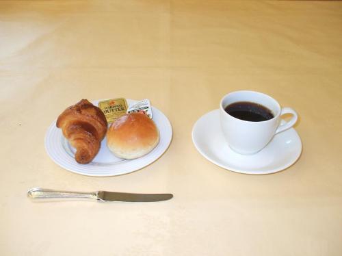 最後はパンとコーヒー。私にとっては十分満足な朝食である。