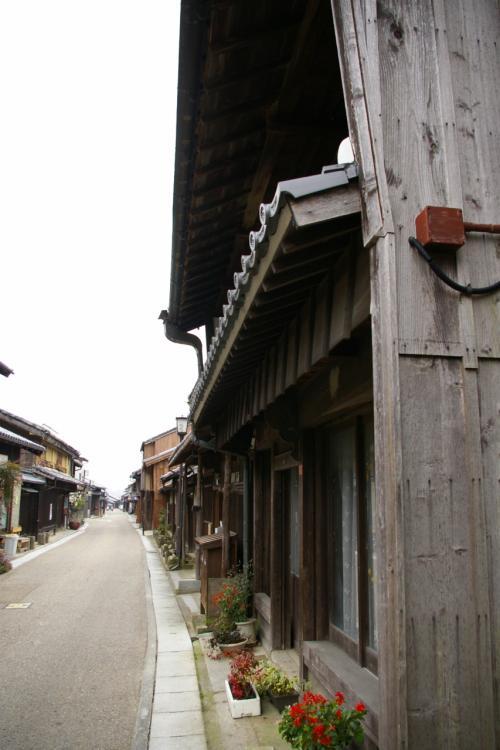 朝8時過ぎの関宿の街並み 朝早いとは言え人っ子一人歩いてません。