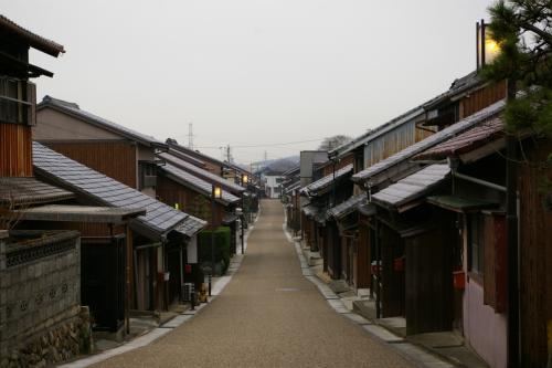 木崎の街並み 東の追分に向かってだらだらと下がっていきます。