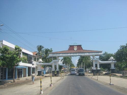 チラチャップの町の入り口
