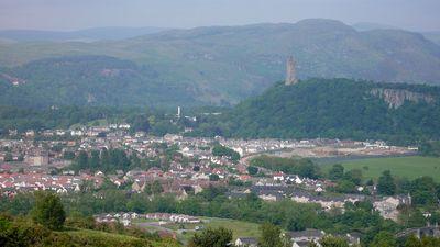 遠くに見えるのが、スコットランドの英雄ウィリアム・ウォリスの記念塔