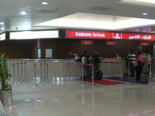 ドバイ空港<br /><br />EKアライバルカウンター